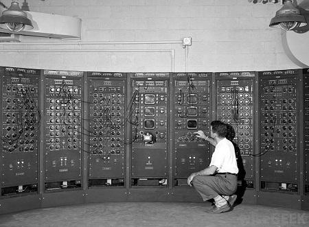 1949-electronic-analog-computer